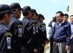 Suedkoreas Praesident Lee Myung-bag begruesst die Truppe auf Dokdo